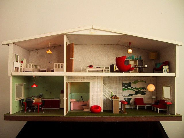 Retro dolls house