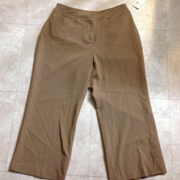 Coldwater Creek Tan Crop Capri Pants 8P 63% polyester 33% rayon 4% spandex Coldwater Creek Pants Capris