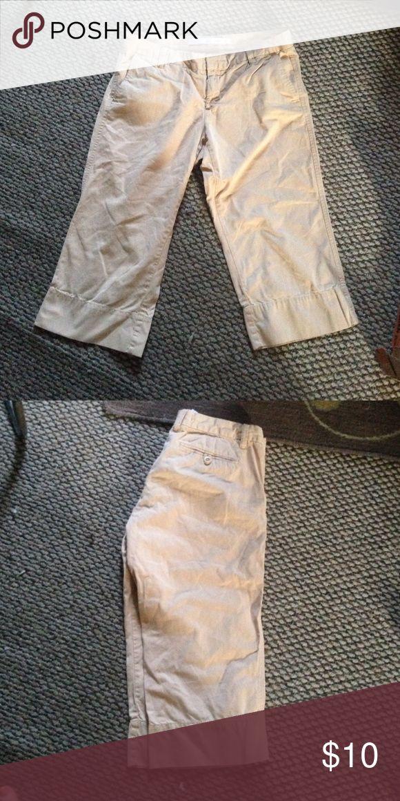 Kaki capris Kaki Capri pants shorts Gap Shorts Cargos