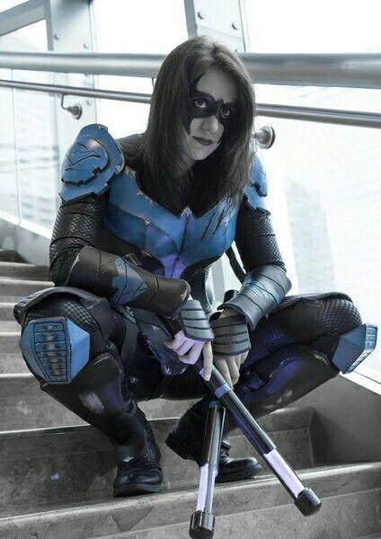 Female Nightwing cosplay