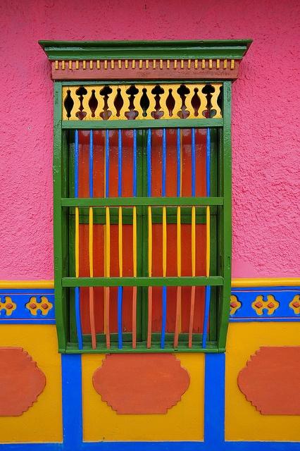 Ventana. Guatapé, Colombia.