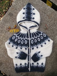 Lopapeysur Free pattern ♥up to 5000 FREE patterns to knit ♥: http://www.pinterest.com/DUTCHKNITTY/share-the-best-free-patterns-to-knit/
