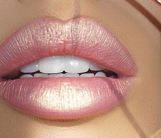 The most beautiful pinky-peach metallic matte liquid lipstick! Papaye by Jouer cosmetics.