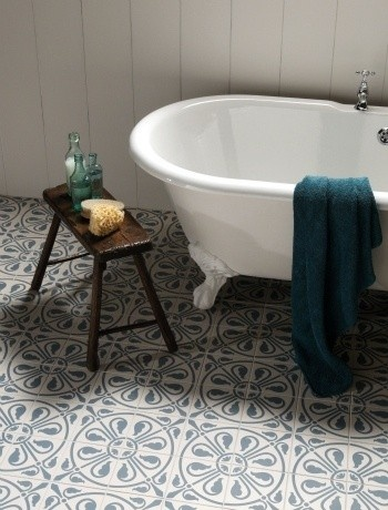 Salvaged Spanish tile; via http://www.luxurystyle.es