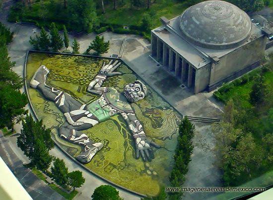 Mexico DF. Fuente de Tlaloc y mural de Diego Rivera (impresionante!!!) en el bosque de Chapultepec