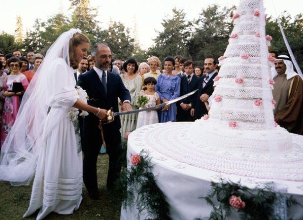 Confraria Gastronômica do Barão de Gourmandise®:  Bolo rendado de casamento da Rainha Noor e do Rei Hussein, da Jordânia, nos anos 70.