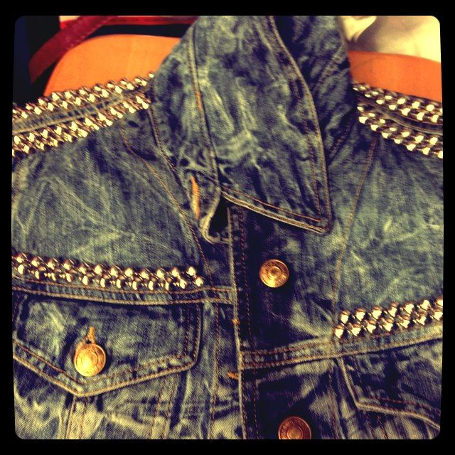 Jean jacket with studs / giaccia di jeans con borchie