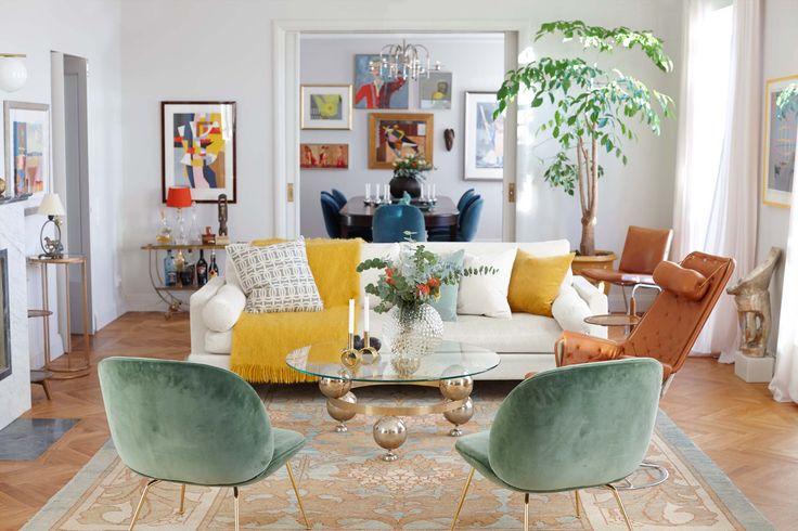 Det var dags för något helt nytt! Steget från minimalistisk funkis till färgstark nutid togs med hjälp av inredaren Veronica Carenfelt. Fram växte ett hem att älska - en våning full av energi och glädje.
