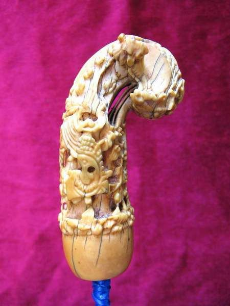 ANTIQUE IVORY HANDLE Style : DONORIKO Material : ELEPHANT IVORY Carved : MADURA SUMENEP