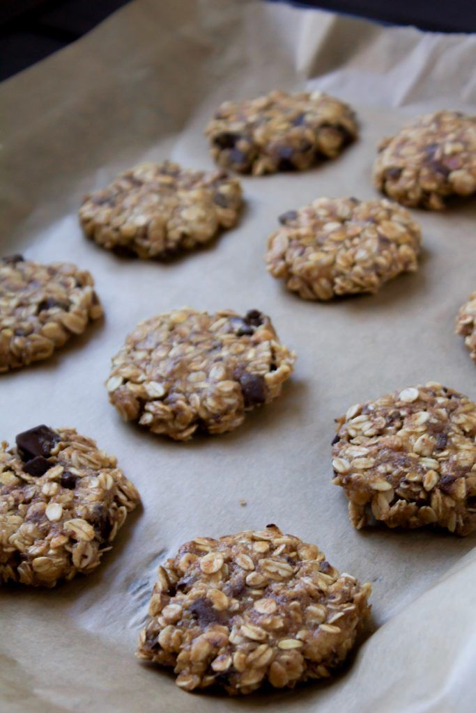 Oatmeal cookies with peanut butter and dark chocolate.