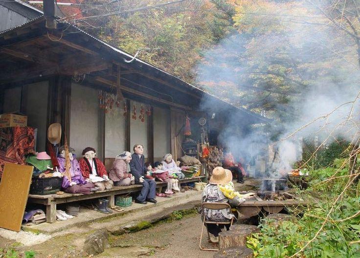 Nagoro: il Villaggio Giapponese Fantasma abitato da Bambole Inquietanti - Creatività, Innovazione e Passione per il Bello