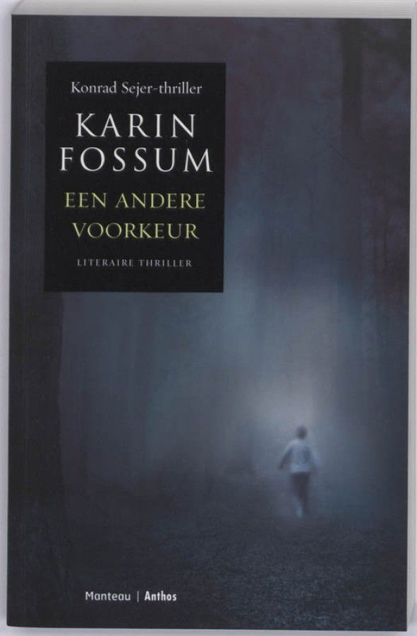 Karin Fossum - Een andere voorkeur - Tijdens een zondagse boswandeling vindt een echtpaar, Reinhardt en Kristine, het ontzielde lichaam van een jongetje, alleen gekleed in een shirt.