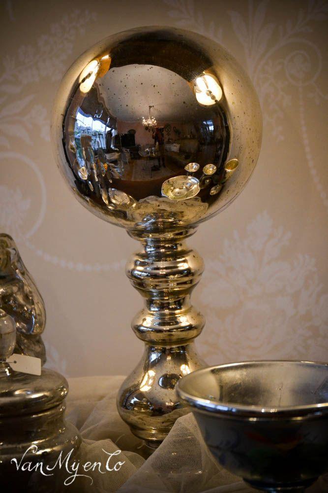 antieke hoedenstandaard van zilverglas
