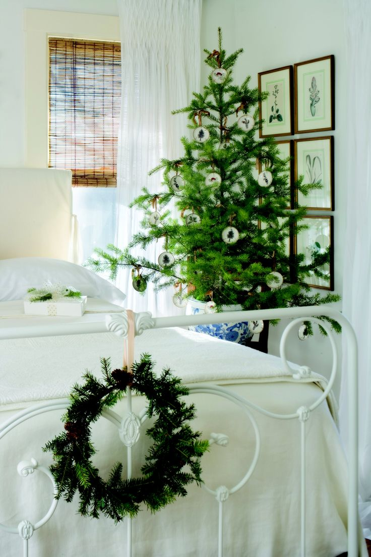 Wreath On Bed Frame, Simple And Beautiful Potted Tree. Part 82