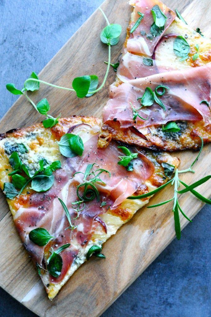 Blomkålspizza opskrift med parmaskinke og blåskimmel   www.juliekarla.dk