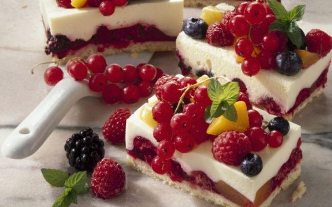 Cum se prepară tarta cu fructe. Trei reţete simple pentru un desert delicios cu fructe de sezon