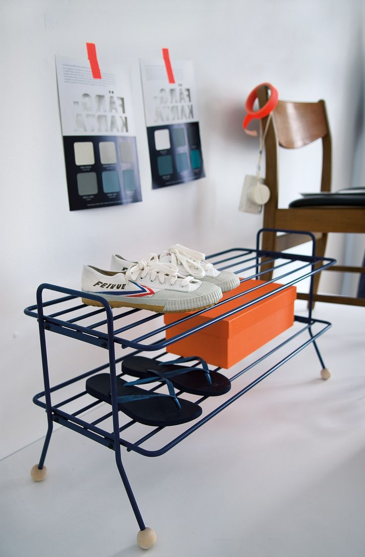 Louise Hederström`s new design Bill shoe shelf is a very practical and stylish shoe shelf that does not collect dirt and is easy to wipe clean. It is painted with a very hardwearing matt lacquer and available in black, white, navy blue and grey. Match with other smart storage products in the same series. www.mazeinterior.se