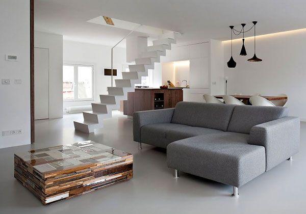 Arredare con la luce. Tra le strette costruzioni di Amsterdam un appartamento su due piani che recupera la luce per il pianterreno, attraverso le pareti trasparenti del secondo piano.