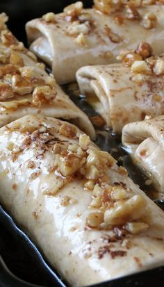 Try these amazingly delicious apple enchiladas drizzled with sugar syrup and topped with crunchy walnuts!