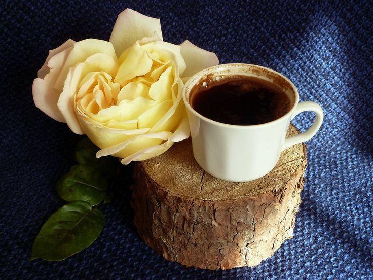 """Доброе всем #утро!  Всю ночь шел дождь, с утра вообще """"крупа"""", пасмурно и оочень сыро...☔💧☔💧☔ И лишь на несколько минут выглядывает #солнышко... Пусть #понедельник начнется с положительных эмоций, с вкусного, ароматного #кофе, который согреет и придаст вдохновения! ☕☕😍 Good #morning my friend! All night it rained. I wish you a good day. Let the #coffee will warm and inspire you with courage. ☕☕😉 Фото для конкурса #моя_пряная_осень от @agzamova.nastena  летит в категорию…"""