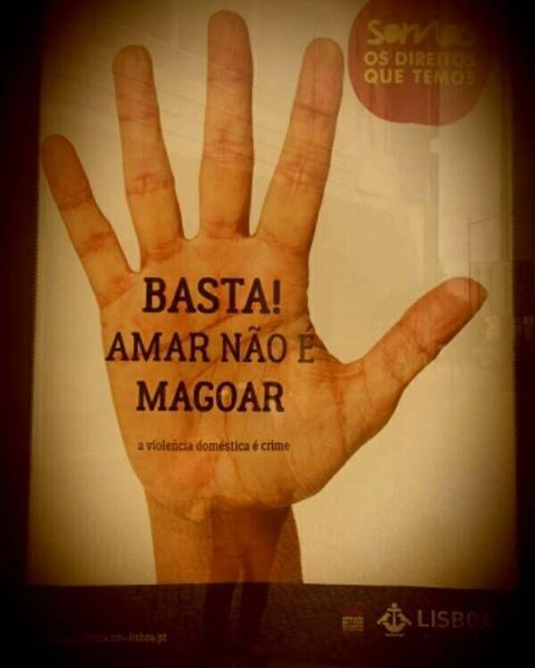 """Subscrevemos a mensagem da Câmara Municipal de Lisboa. """"Os direitos humanos estão nas nossas mãos."""""""