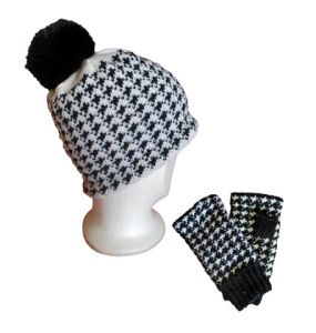Cap and wristwarmers