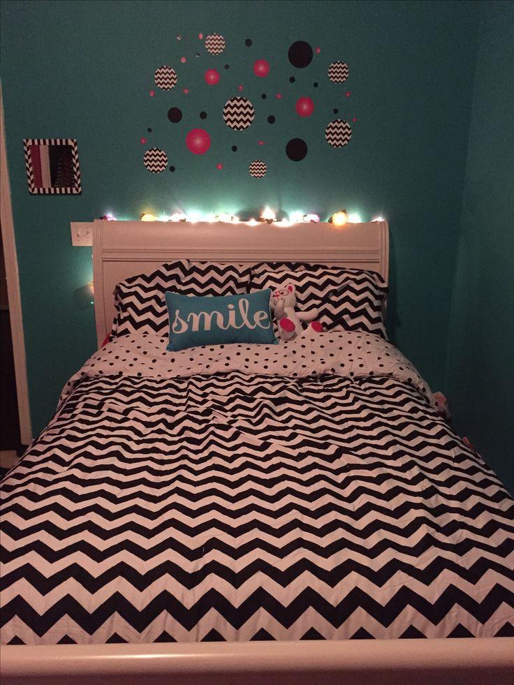 Tween bedroom - teal, hot pink, black & white chevron
