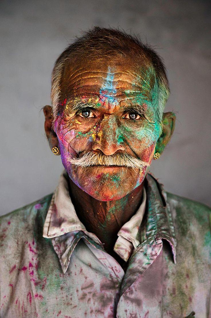 Che i colori ti saltino addosso o che sia tu a riempirti di colori l'importante è saperne cogliere la ricchezza, saper vedere ogni sfumatura, viverla. foto di Steve McCurry