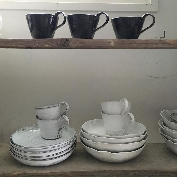 Black and white ceramics #blackandwhite#blackmug#white#handmade#ceramics#tuias#tuiaskeramiikka#interior#käsintehty#keramiikka#mustajavalkoinen pajalta tervehdys by tuiaskeramiikka