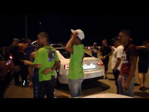 Rich guy with Audi S5 can't believe a Sentra takes him at 220km/h and pu...