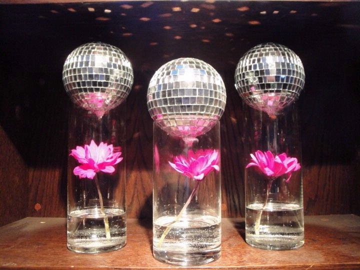 cuteCenterpieces Ideas, Discos Ball, Disco Ball, 70 S Parties, 70S Parties, Ball Centerpieces, Parties Discs, 70S Birthday Parties Ideas, Parties Centerpieces