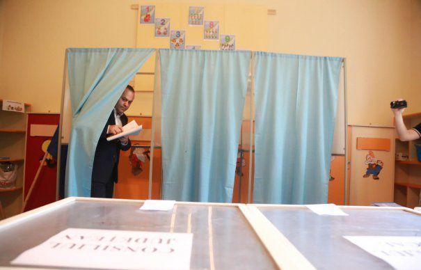 În România se întâmplă și minuni. Într-o localitate din vestul țării au votat deja 158% din alegători. Situația nu este momentan anchetată de poliție, însă, pe ultima sută de metri, se pare că alegătorii și-au făcut flotant....