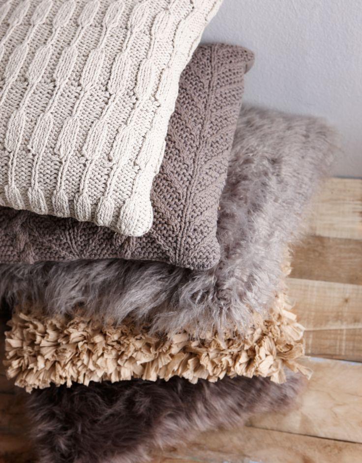 Onmisbaar voor deze winter: zachte kussens! #kussens #wonen #interieur #kwantum #opdebank