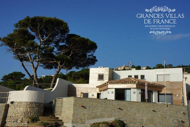 LES PIEDS DANS L'EAU (Sainte Maxime)  -  Deze mooie vakantievilla is gelegen onmiddellijk aan de zee, op 4km van het centrum van Sainte Maxime. De villa biedt een ruim, gezellig terras met barbecue, een jeu de boulesbaan en een prachtig panoramisch zicht op de Middellandse Zee. Het huis heeft 4 slaapkamers met ensuite douchekamer en is geschikt voor 8 personen.