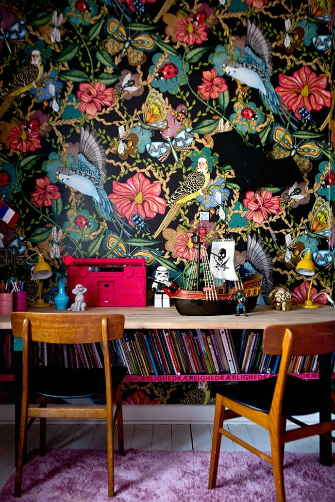 Amazing wallpaper and chairs
