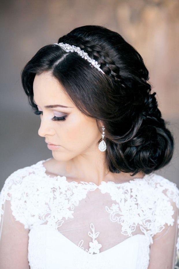 Schöne Brautfrisuren mit Diadem schmücken-mittellange Haare