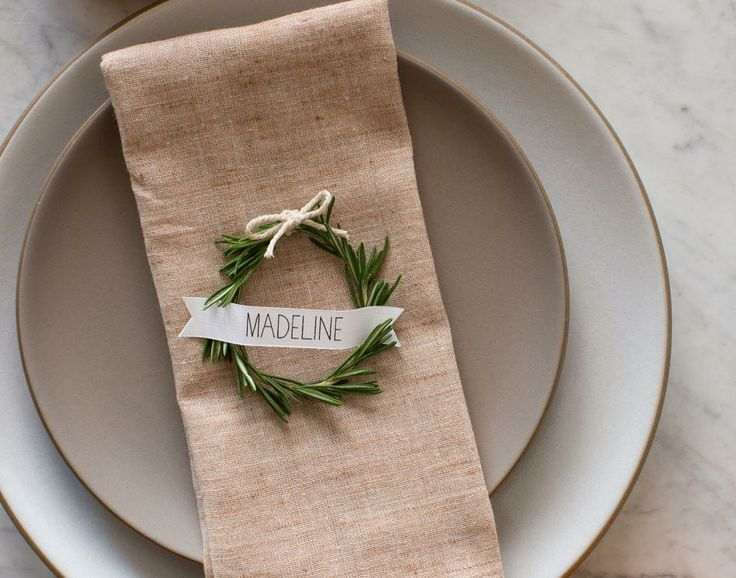Lovely: Rosemary wreath Christmas place settings. So simple.