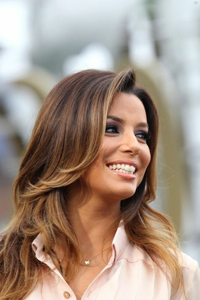 Balayage Caramel Sur Brune Eva Longoria Coiffure Simple Et Styla C E Balayage Eva Longoria Hair Brunette Hair Color Stylish Hair