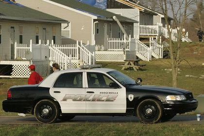 В США машина врезалась в толпу наблюдавших за затмением людей       В Соединенных Штатах автомобиль врезался в толпу людей, наблюдавших за солнечным затмением, в результате один человек погиб. Инцидент произошел днем в понедельник, 21 августа, в округе Лесли штата Кентукки. 38-летняя Алисса Нобл не справилась с управлением и наехала на фонарный столб и двух женщин, смотревших затмение.