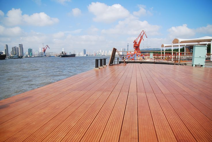 Accoya® - modified Radiata Pine used for deck. Copyright: Accsys Technologies.