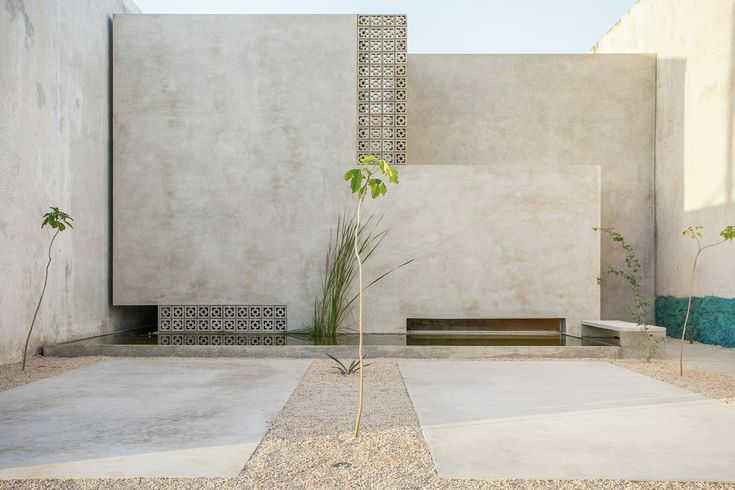 Completed in 2015 in Merida, Mexico. Images by Leo Espinosa. Gabriela House is a single familyhouse located in an area in the process of urban development of the city of Merida, Mexico. The aim was to provide...