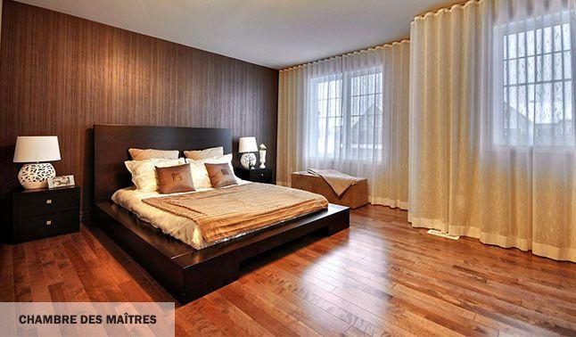 Chambre à coucher principale luxueuse et feutrée.
