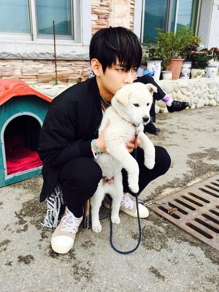 방탄소년단 @BTS_twt twitter update 28/4/2015 ------------우리덕구 오빠음원나오네 이제?