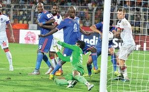 The pupil, Roberto Carlos, tried coaching for the first half and playing in the other, but it was the master, Zico, who had the last laugh as FC Goa downed Delhi Dynamos FC in the second game of ISL-2 at the Jawaharlal Nehru Stadium on Sunday.