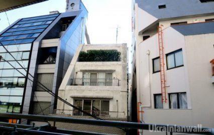 Каморка в центре Токио: как живут японцы. ФОТО http://ukrainianwall.com/blogosfera/kamorka-v-centre-tokio-kak-zhivut-yaponcy-foto/  Япония - страна продвинутая, но не без изъянов. Для 130 миллионов жителей у них крайне маленькая территория, а в центре Токио эта нехтатка места ощущается как нигде иначе. Давайте посмотрим