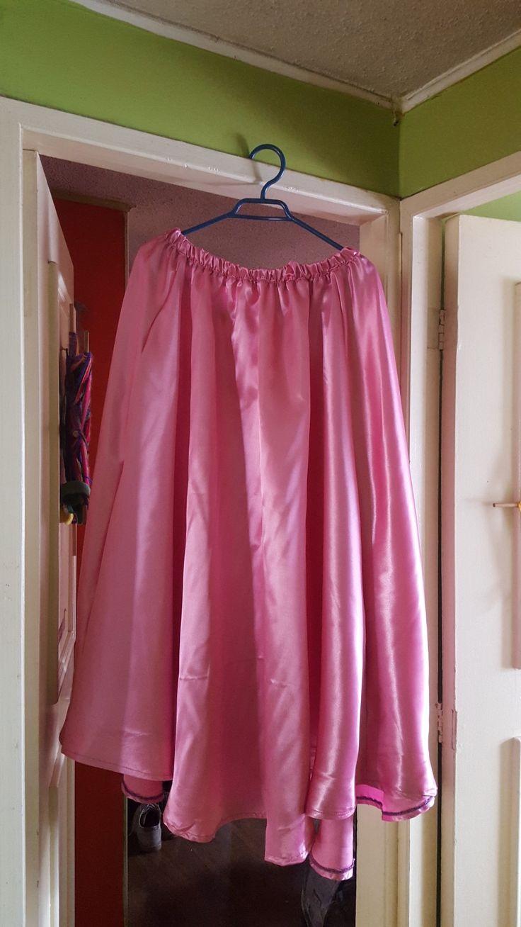 Falda plato rosada