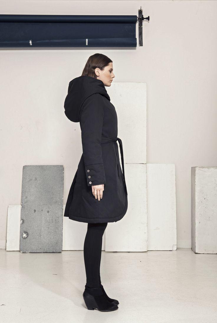 Zimní kabát s kapucou a páskem (Funkční materiál)