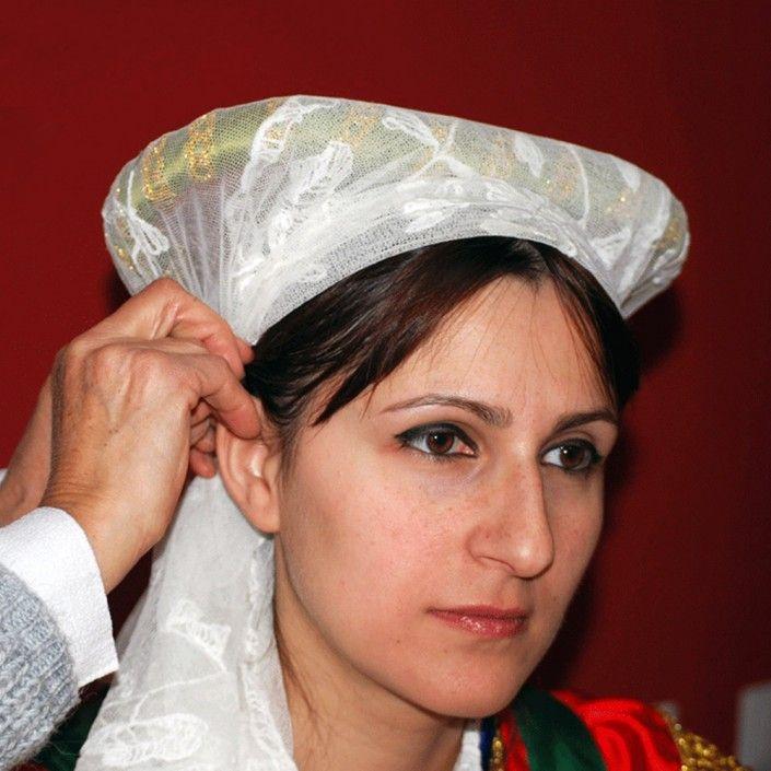Acconciatura tradizionale della donna di Guardia Piemontese
