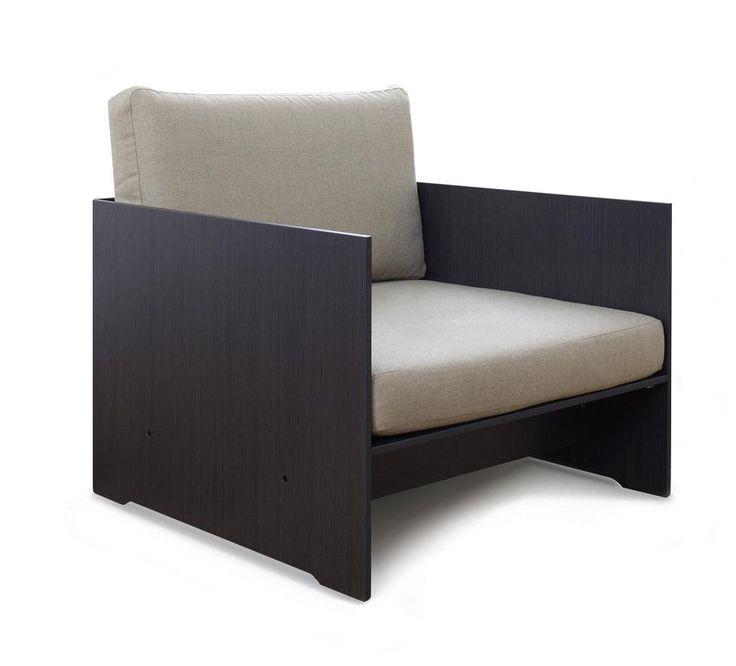 Fotel Riva Lounge, dzięki zastosowaniu materiału HPL mebel ten jest niezwykle wytrzymały oraz odporny na otarcia.
