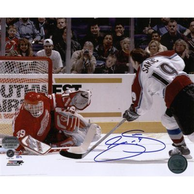 Joe Sakic Colorado Avalanche Autographed 8'' x 10'' Photograph